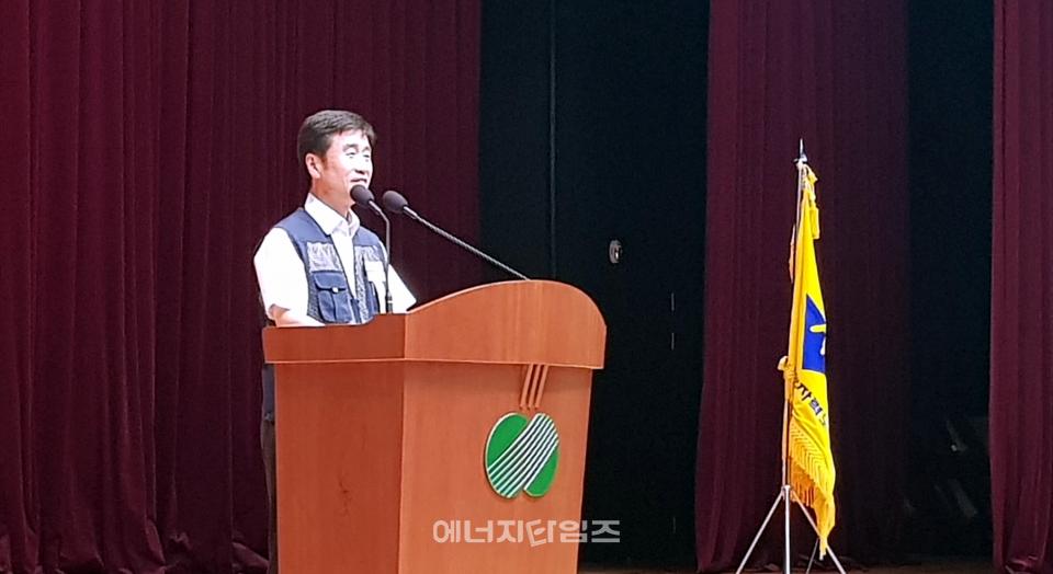 9일 한수원 본사(경북 경주시 소재)에서 창립 17주년 기념식이 열렸다. 이 자리에서 김병기 한수원노조 위원장이 인사말을 하고 있다.